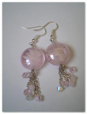 boucles d'oreilles pendantes rose clair irisé