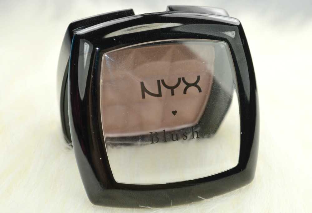 Image of the open contour powder with lid open