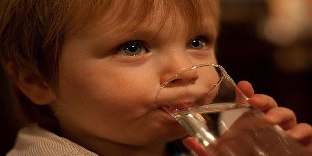 6 Manfaat Minum Air Putih Setiap Hari Yang Tidak Kamu Sadari