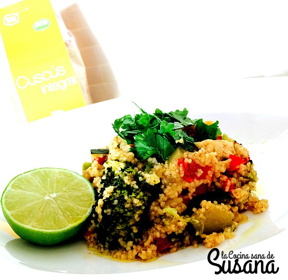 Cuscus integral de pollo y verduras con aire thai