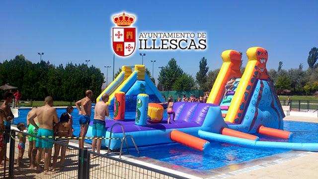 Atracciones en la piscina municipal en el dia del Agua . IMAGEN ILLESCAS COMUNICACIÓN