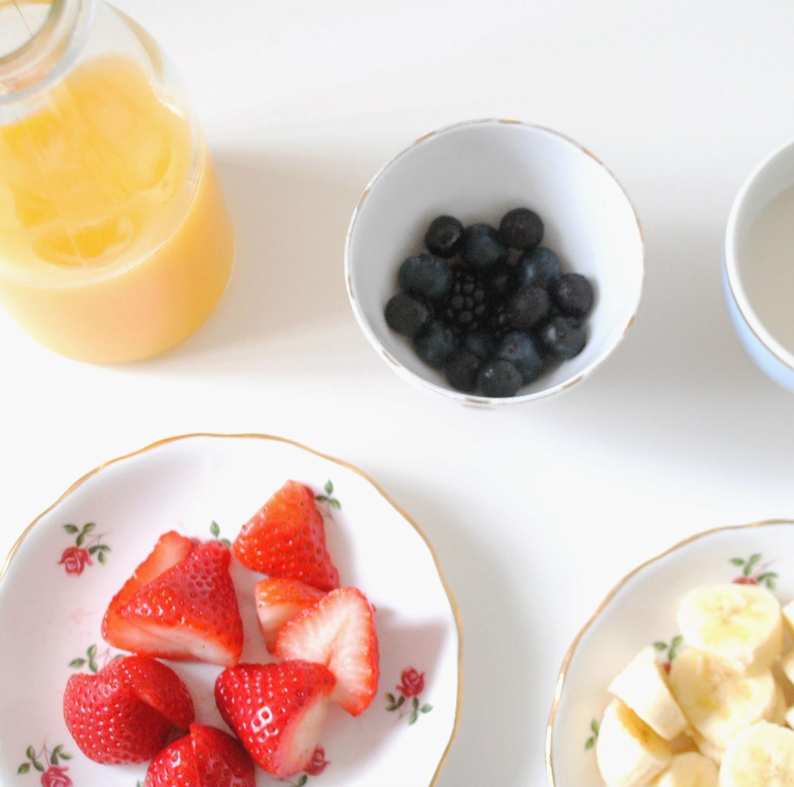 fresh fruit smoothie strawberries blueberries orange juice active blend blender healthy breakfast