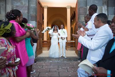 basse-terre-mariage-guadeloupe-mariés-sortie-église