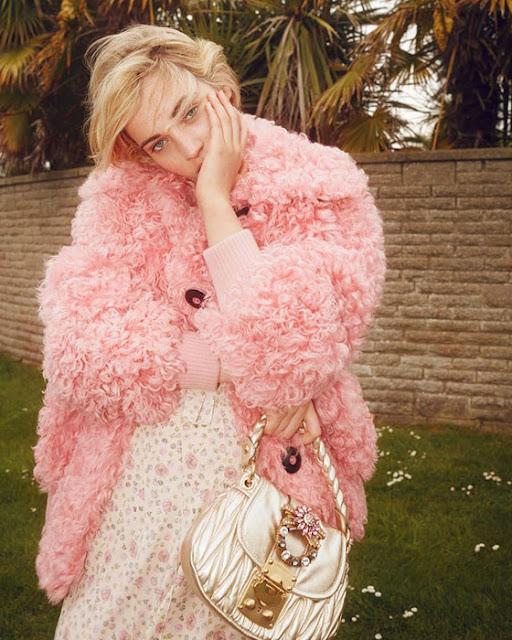 Розовая шубка и розовое платье