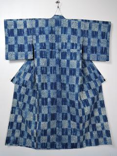 阿波藍染の絞りのお着物です。