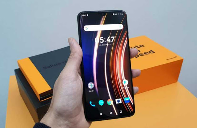 OnePlus 6T McLaren Edition first look