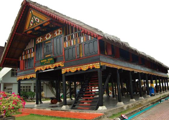 Rumah Adat Nanggroe Aceh Darussalam - Raimondwell.com