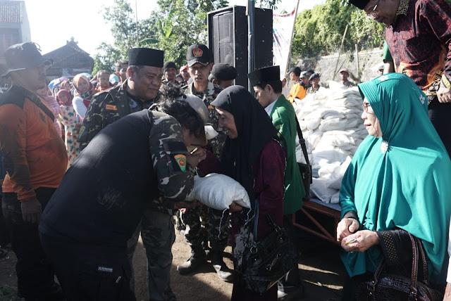 Usai Diklatsar, Banser Tasikmalaya Bagikan 2000 paket Sembako