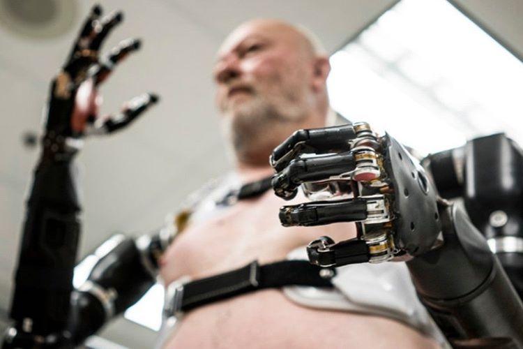 Gelişmekte olan giyilebilir teknoloji insanları ileride yarı robot yapacak.