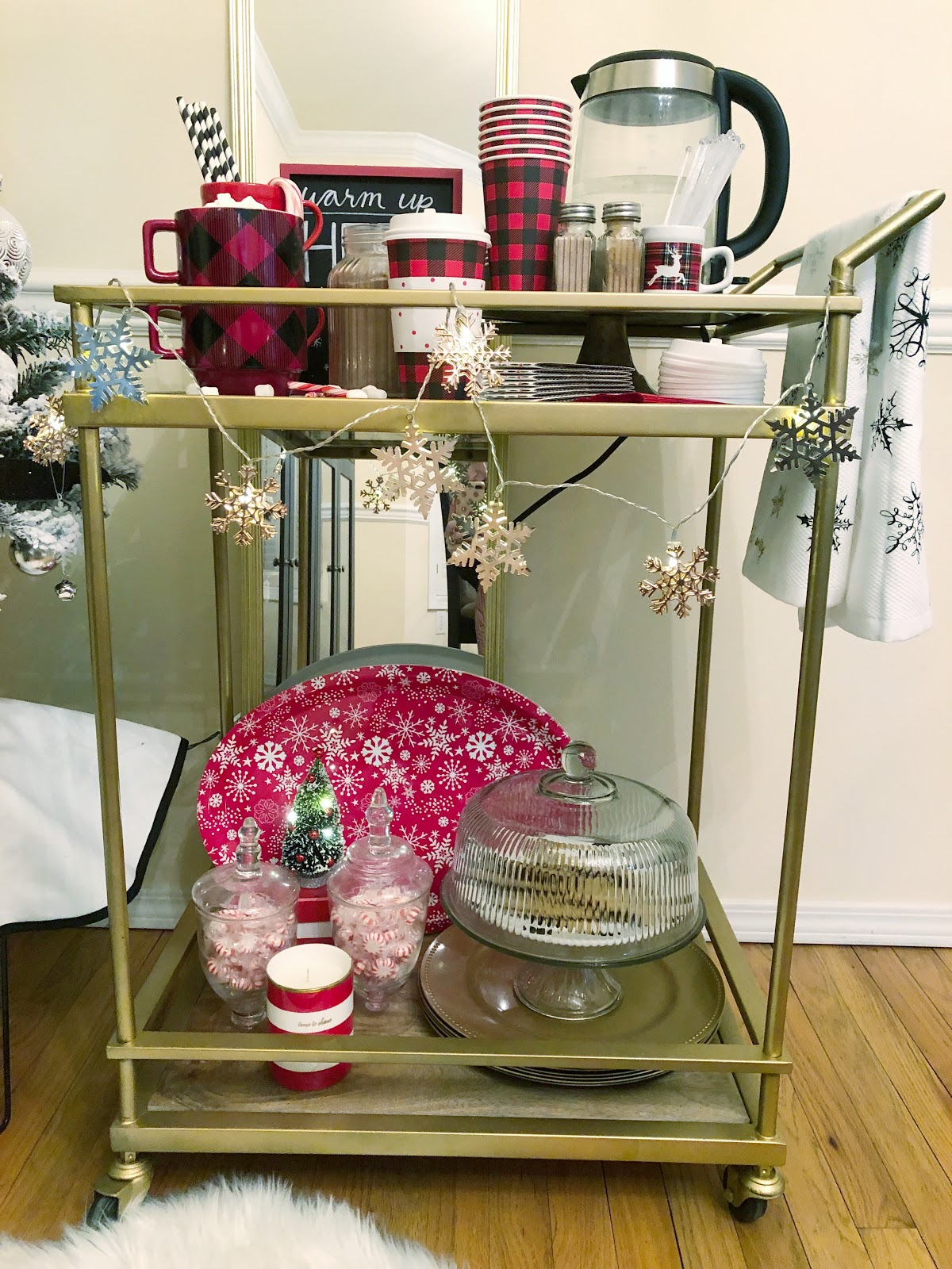 the 5 things every hot cocoa bar needs