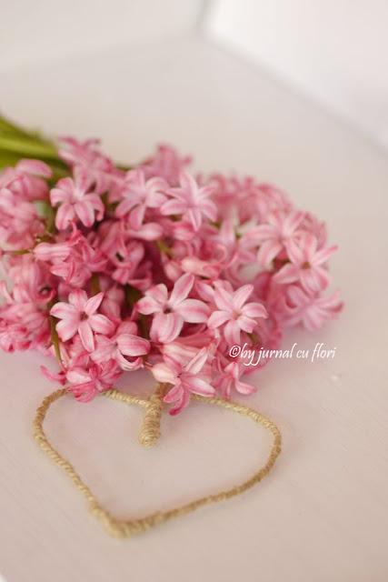 inima si buchet de flori de primavara