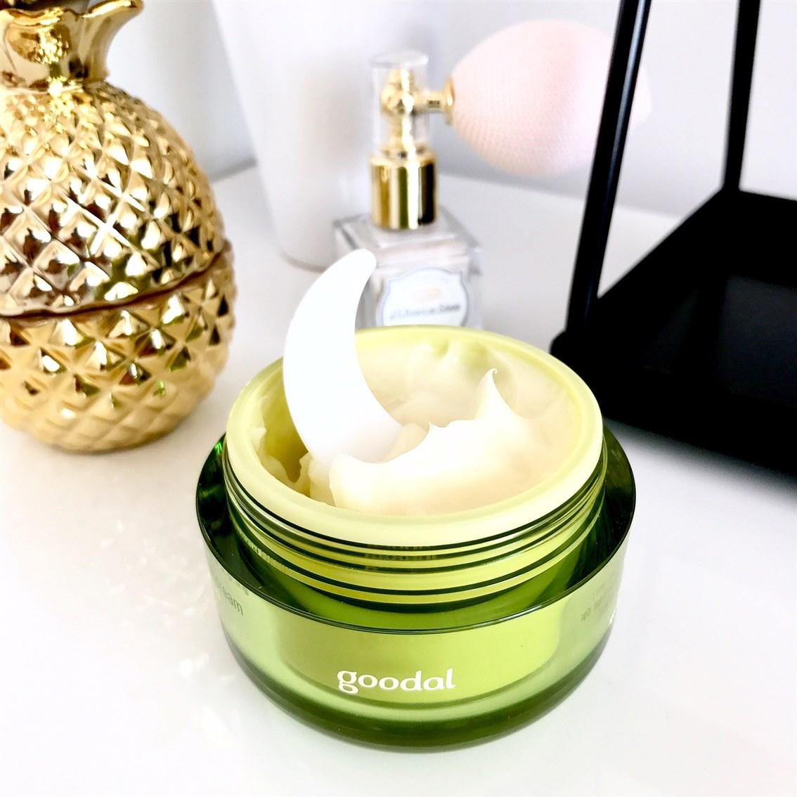 zdjęcie przedstawiające konsystencję kremu Goodal Green Tangerine Honey Moist Cream