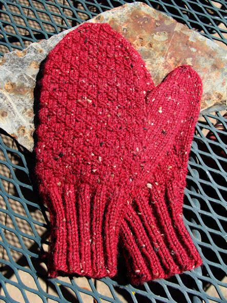 Mittens Knitting Pattern In The Round : BeadKnitter Patterns: Little Brick Checks Mens Mittens