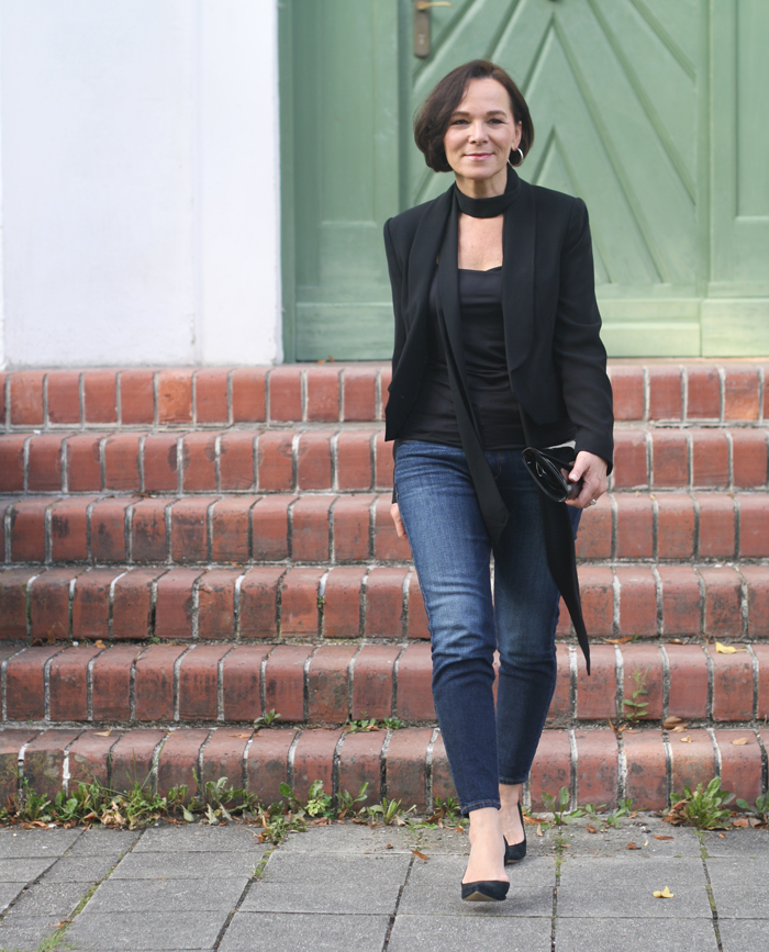 Party look in jeans black blazer and a skinny scarf | Lady of Style