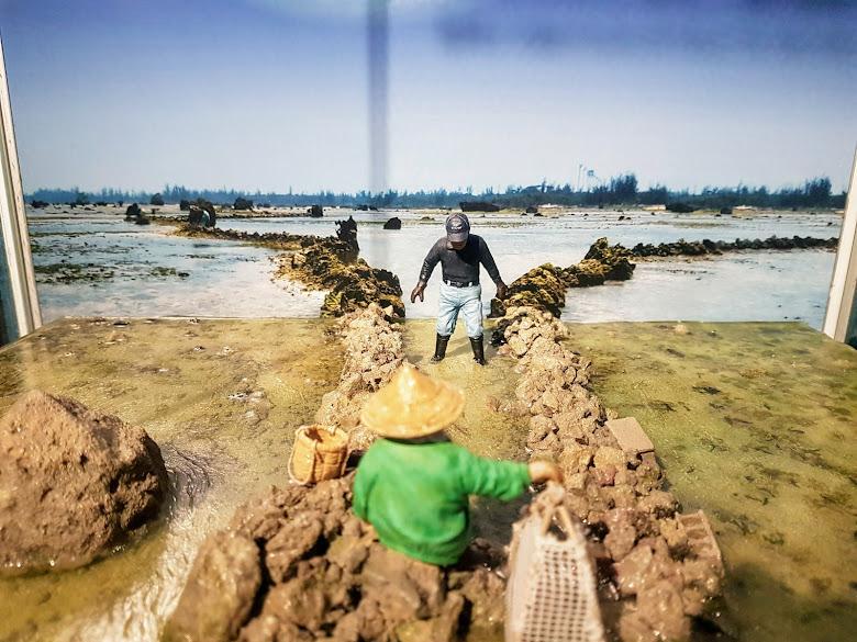 海洋文化館內展示的捕魚石滬