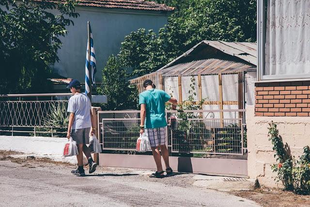 Αποτέλεσμα εικόνας για Γιατί…μοιράζουν την Καινή Διαθήκη σε εκατοντάδες σπίτια της Κοζάνης και στα γύρω χωριά