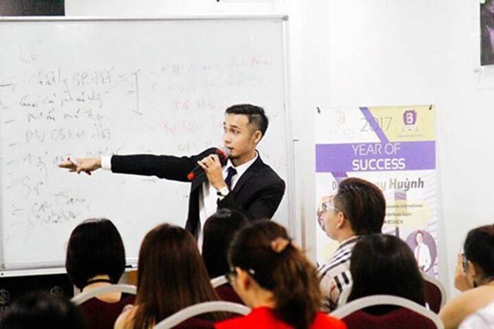 Tony Huỳnh khởi nghiệp kinh doanh từ hai bàn tay trắng