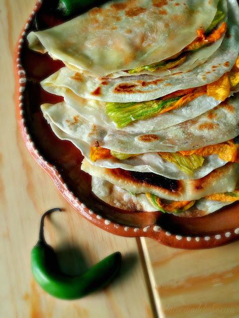 Quesadillas de Flor de Calabaza - lacocinadeleslie.com