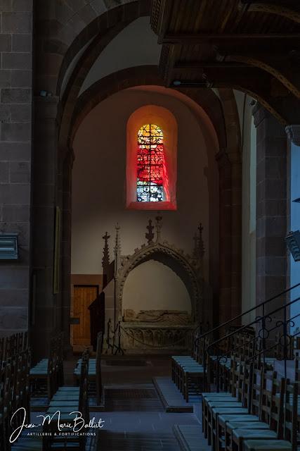 Abbaye de Murbach — le gisant du fondateur de l'abbaye, le comte Eberhard d'Eguisheim