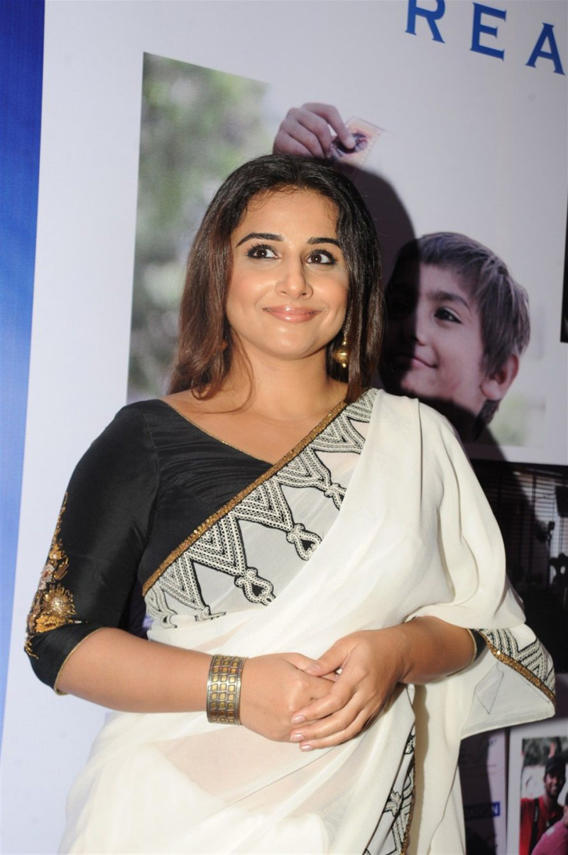 Vidya Balan Photos at Awards Function In White Saree