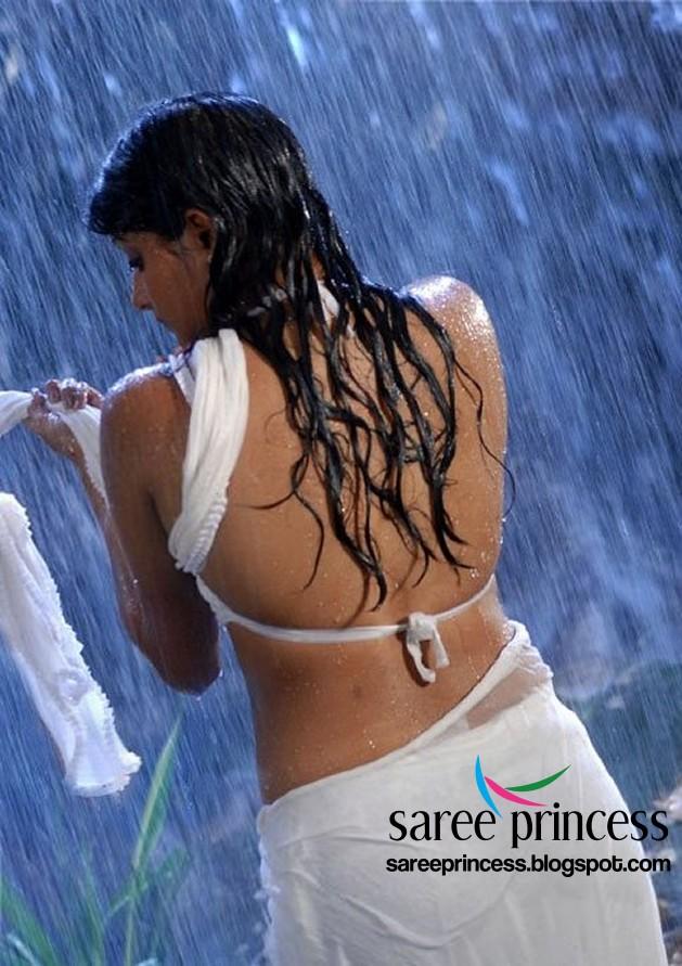 Priyamani Hot South Indian Actress Drenched In Wet White Saree Jpg X Saree Bollywood Actress Song