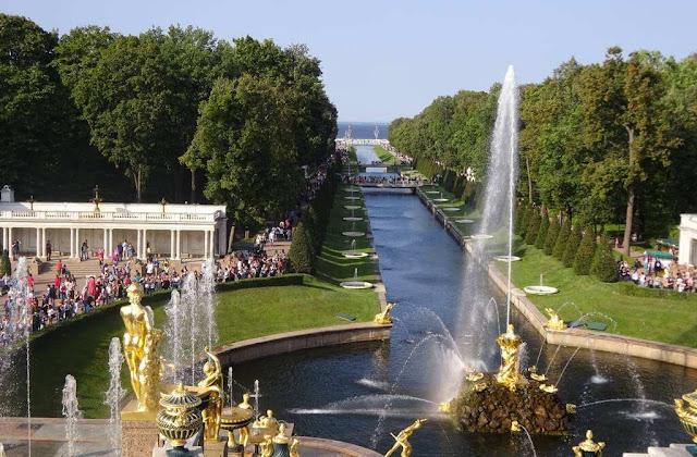 Fontes e Cascatas dos Jardins Palácio Peterhof