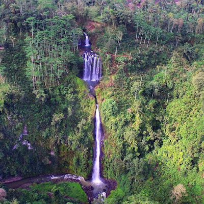 Coban Srengenge Tirtomarto Malang yang memiliki 3 air terjun bertingkat