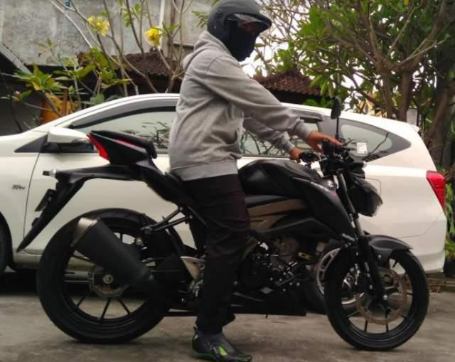 Suzuki_GSXS_150_Hitam