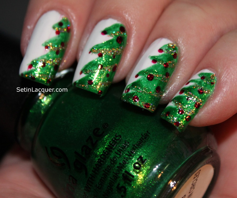 The christmas nail ornament - Classy And Stylish Christmas Nail Art Designs For