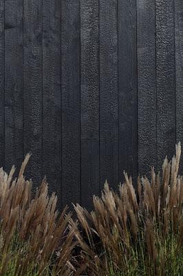 lemn ars, tehnica japoneza, lemn negru, scrum, jar, fatada lemn tratat, tratament neconventional, tratament durabil lemn