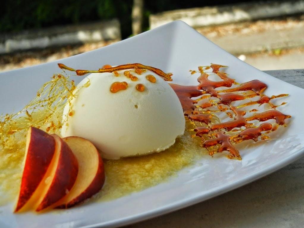 semisfera di gelato alla crema