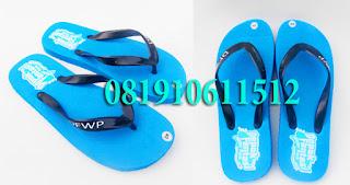Pembuat Sandal Spon