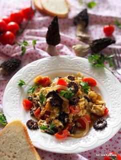 smardze, grzyby, jajka, śniadanie