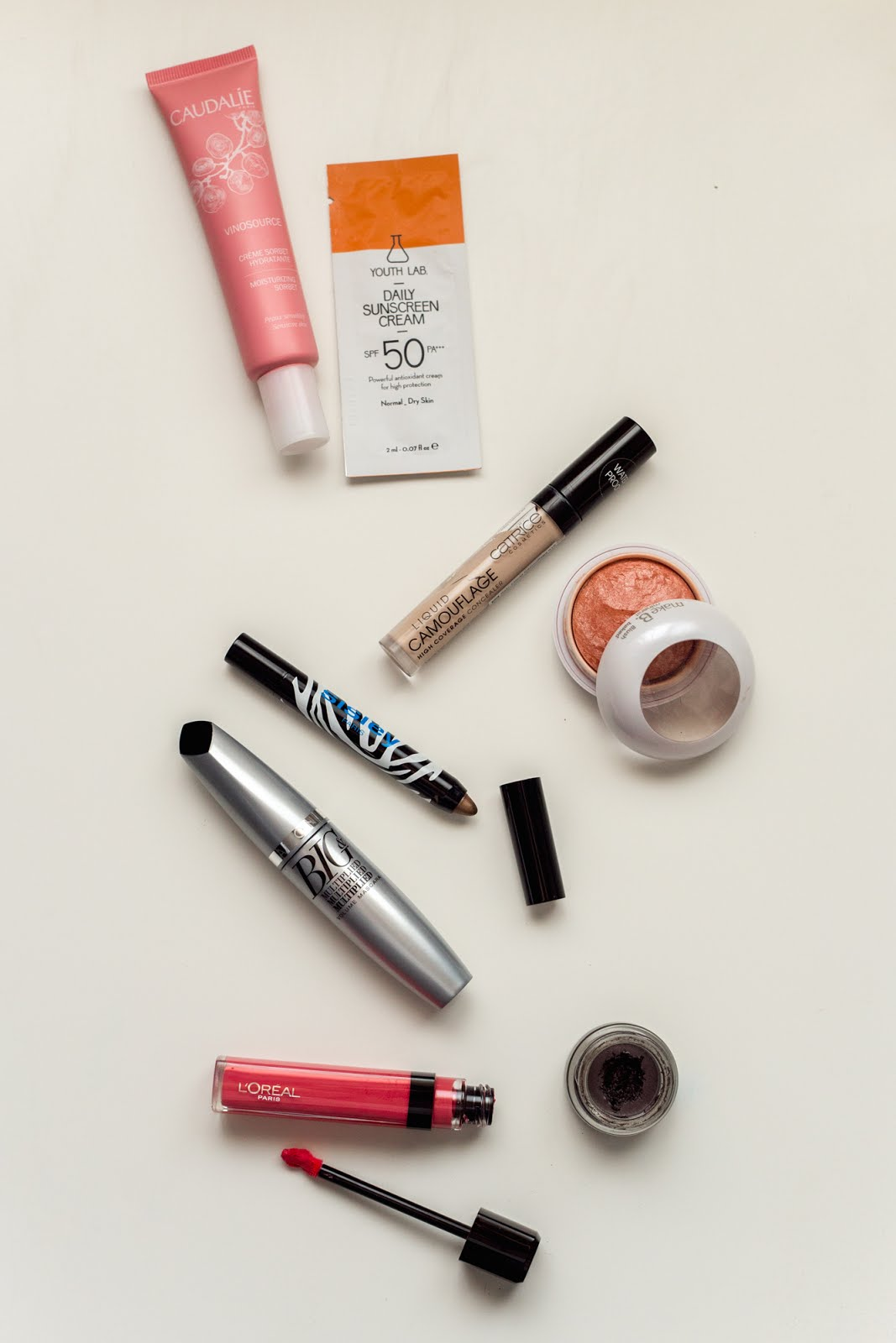 A quick make-up using only 8 items that will guarantee you a flawless looking face.