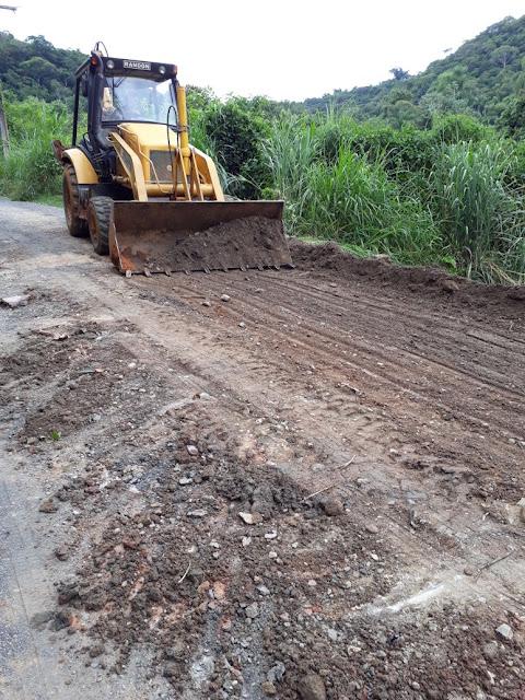 Reparos nas estradas de Biguazinho após chuvas fortes em Miracatu