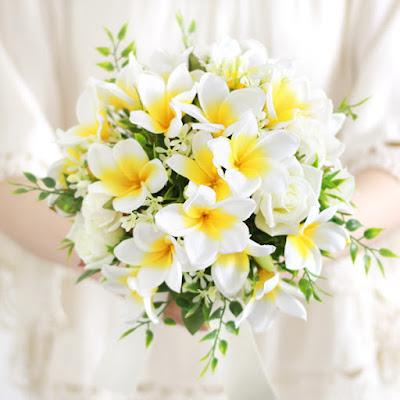 プルメリアのブーケ(白黄)-ウェディングブーケと花髪飾りairaka