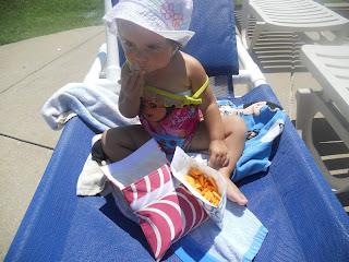 Having snacks in Lunchskins