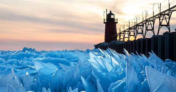 Mesmerizing Pictures Of Frozen Lake Michigan Shattered Into Millions Of Ice Pieces