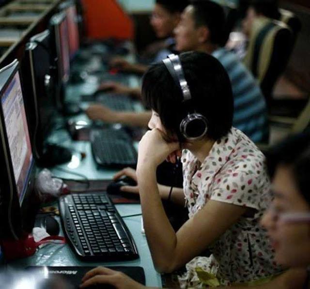 Os internautas devem tomar muito cuidado com o que tentam ver ou com o que escrevem: a ditadura os observa e pune se não gostar