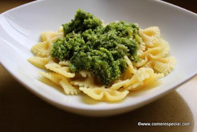 Receta de pasta al pesto con queso sin lactosa