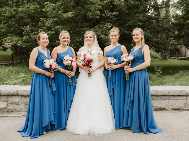 robes de demoiselle d'honneur bleues longues plissé
