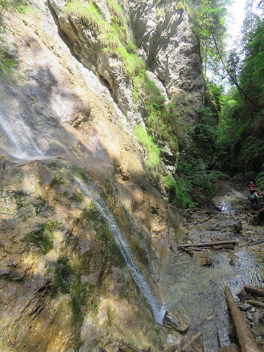 Kyseľ. Obrovský vodopád.