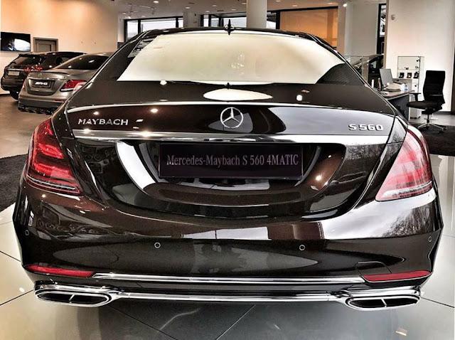Đuôi xe Mercedes Maybach S500 2017 được thiết kế sắc nét với những đường cong mềm mại