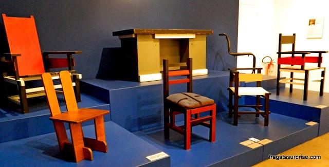 Mobiliário criado pelo pintor e designer Thijs Rinsema, expoente do Movimento De Stijl