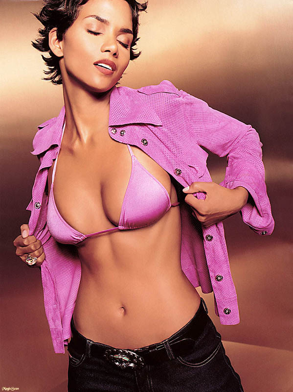 Top 10 pictures of Halle Berry's boobs