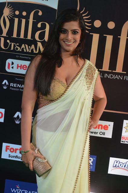 Varalakshmi Sarathkumar Hot at IIFA Awards 2017