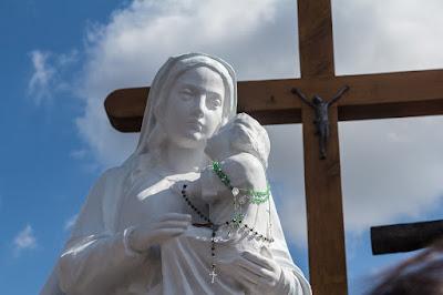 Preside di Palermo leva la statua della Madonna
