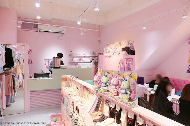 IMG 9810 - 台中西屯│王皮香One Pink Shop。超萌少女心準備爆棚啦!整面滿滿滿的可愛娃娃與夢幻飲品根本超好拍!