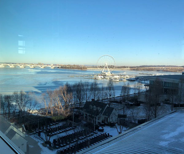 king alongside the icy Potomac at the Gaylord National Resort, where everyone can be a big wheel! (Source: Palmia Observatory)