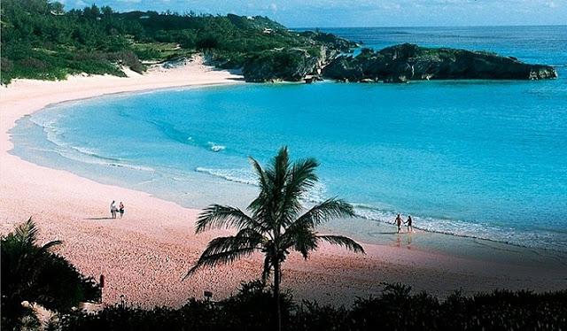 Pink Beach, Keindahan di Tempat Misterius